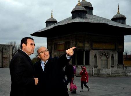 KÜLTÜR BAKANI ÜNAL'DAN TOPKAPI SARAYI MÜZESİ'NE ZİYARET